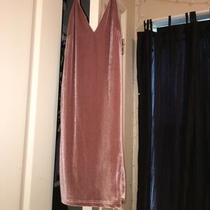 Cute pink velvet dress! (perf for valentine's)